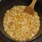 Bananenmarmelade wird gekocht für den Frühstückstisch